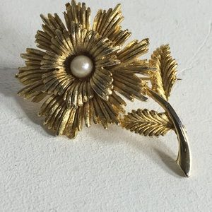 Vintage Gold Tone Faux Pearl Brooch/Pin